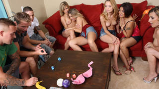 A group of 8 amateurs playing and fucking